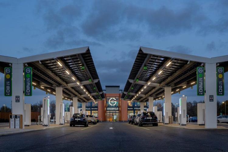 Владельцы электромобилей в Великобритании не хотят назад к ДВС