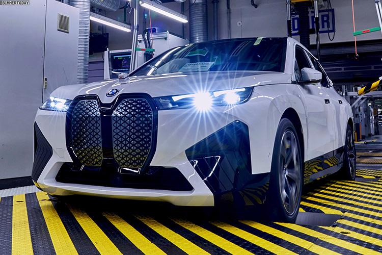BMW iX белый спортивный обвес