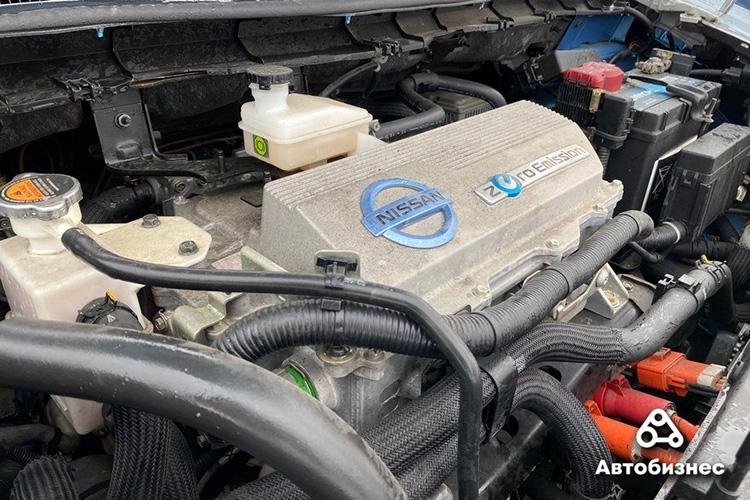 Nissan Leaf 2011 под капотом