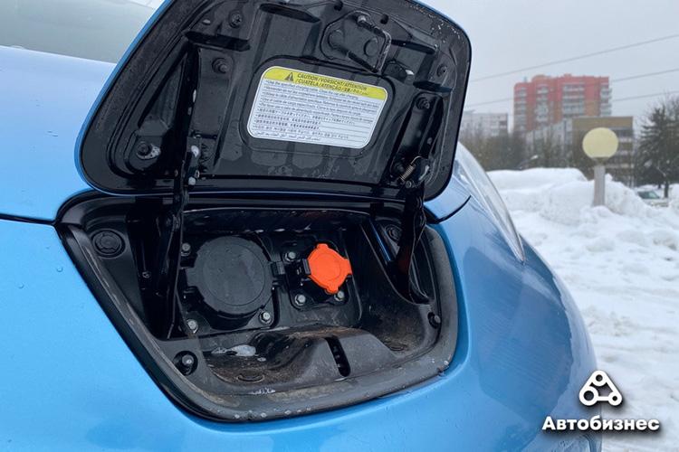 Nissan Leaf 2011 порты зарядки