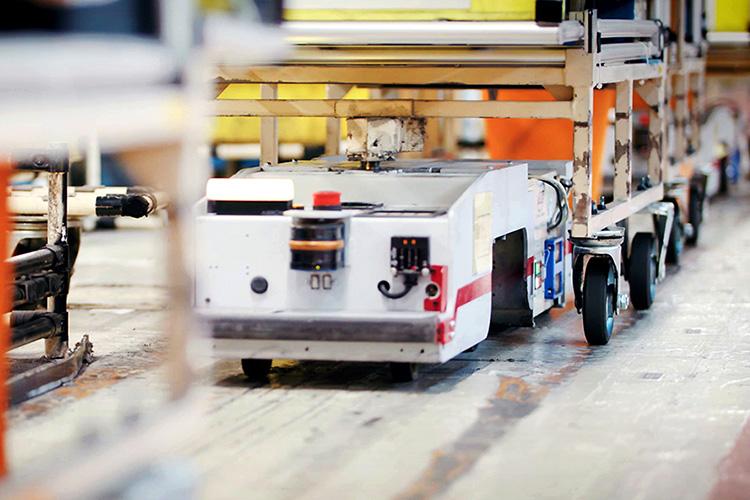 аккумуляторы старых Nissan Leaf в роботах на заводе