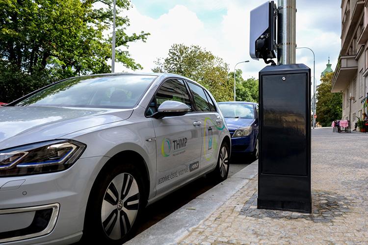 В Праге установят столбы освещения от которых можно подзаряжать электромобили