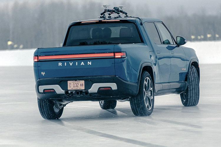 Rivian R1T зимние испытания