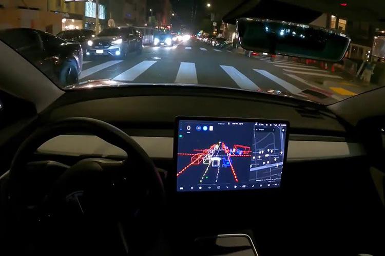 Tesla Full Self-Driving ночью
