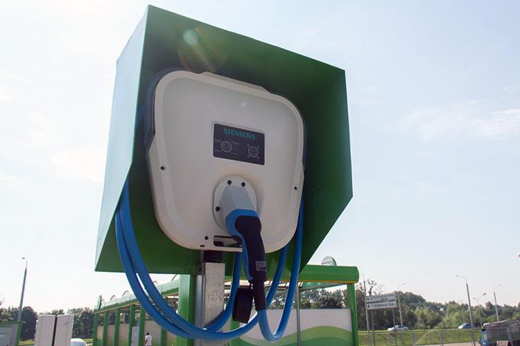 Установка зарядной станции во дворе многоэтажки в Гродно