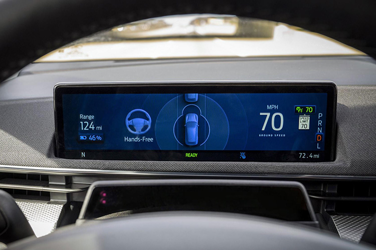 BlueCruise Ford Mustang Mach-E приборная панель