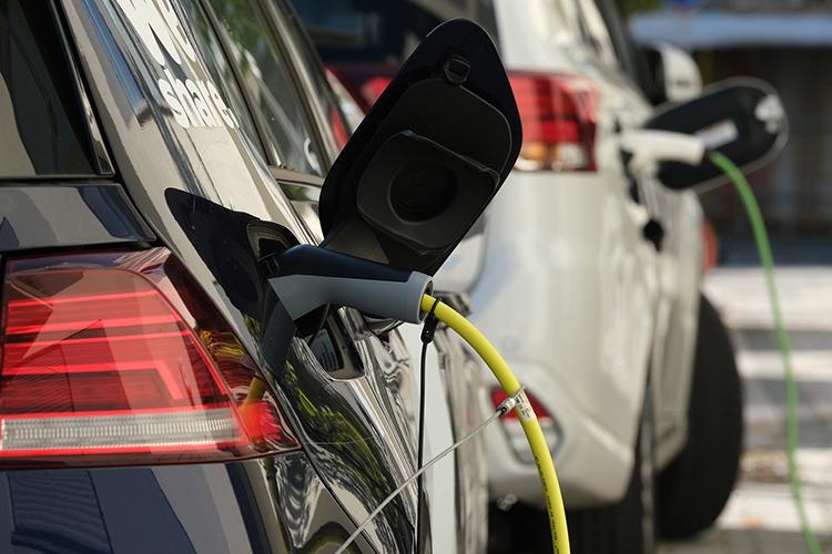 электромобили заряжаются в Европе