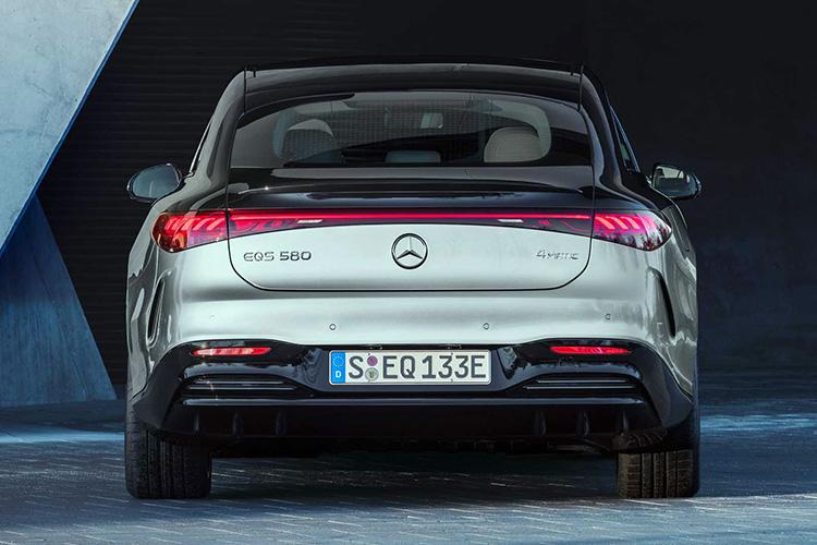 Mercedes-Benz EQS вид сзади