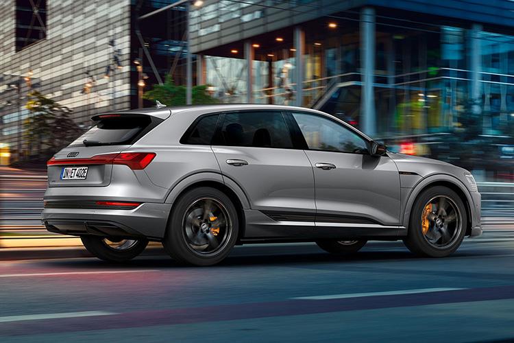 Audi e-tron S line black edition