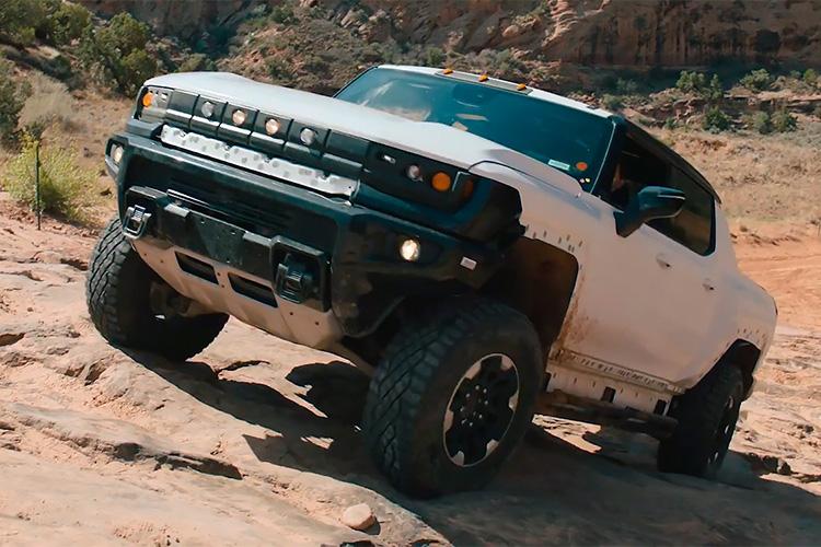 GMC Hummer EV в пустыне Моав