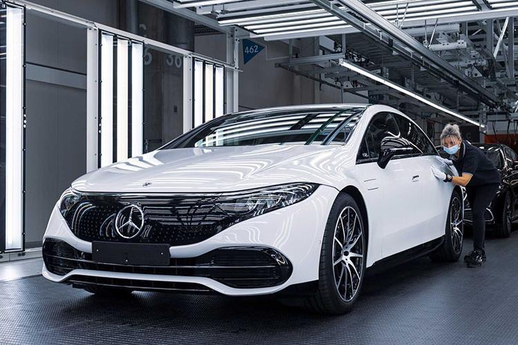 Mercedes EQS конвейер