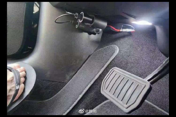 Китайские владельцы Tesla начали устанавливать видеорегистраторы для педали тормоза