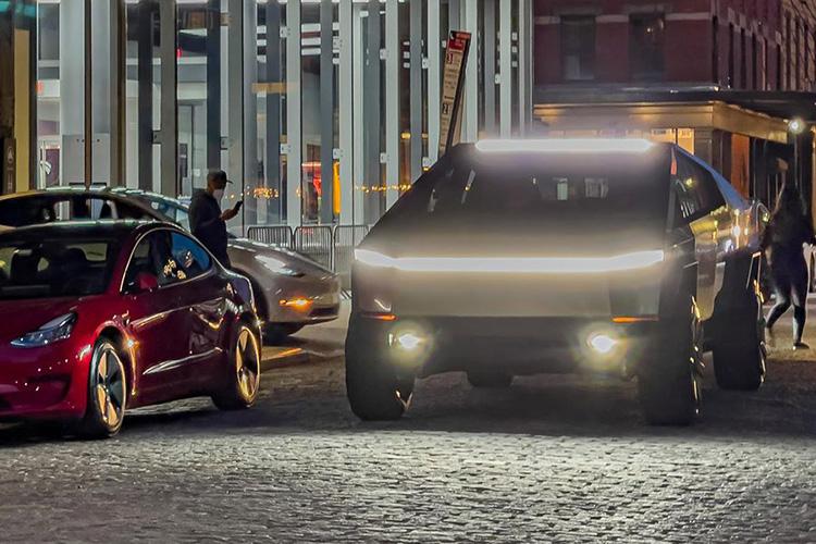 Tesla Cybertruck заметили на дорогах Нью-Йорка