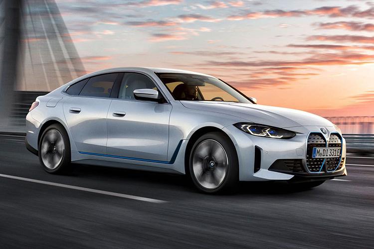 BMW i4 eDrive40 в движении