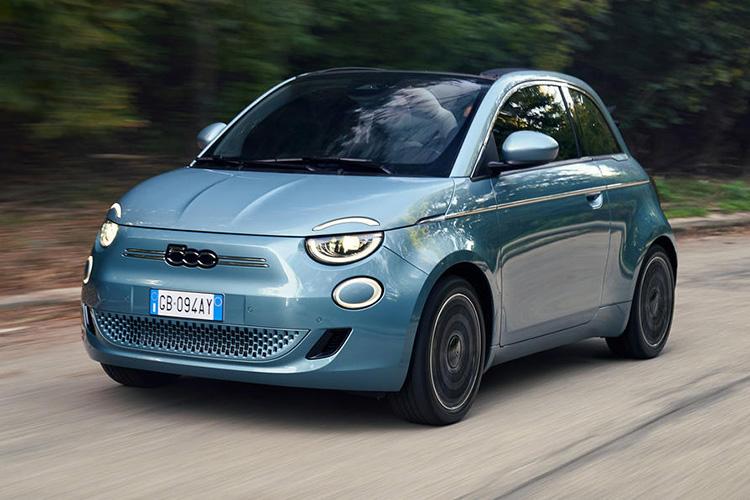Fiat 500e голубой цвет