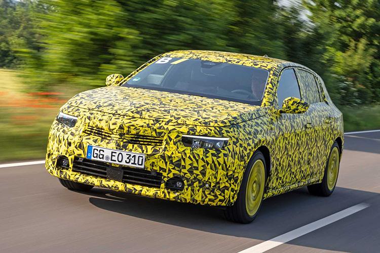 Opel Astra L 2022 камуфляж