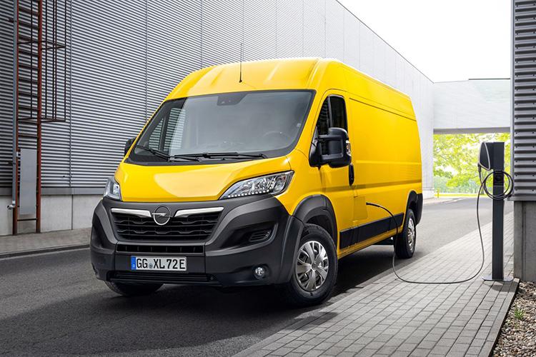 Opel Movano-e заряжается