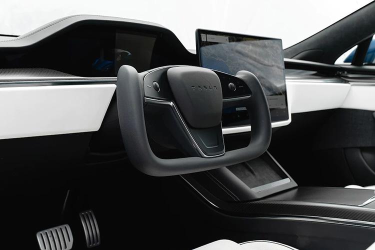 руль-штурвал Tesla Model S Plaid