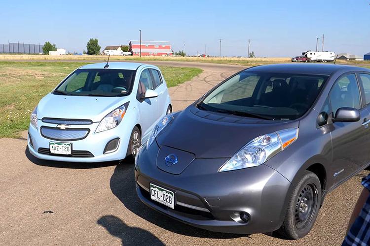 гонка между Nissan Leaf и Chevrolet Spark EV