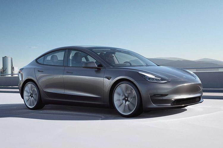 Tesla Model 3 серая